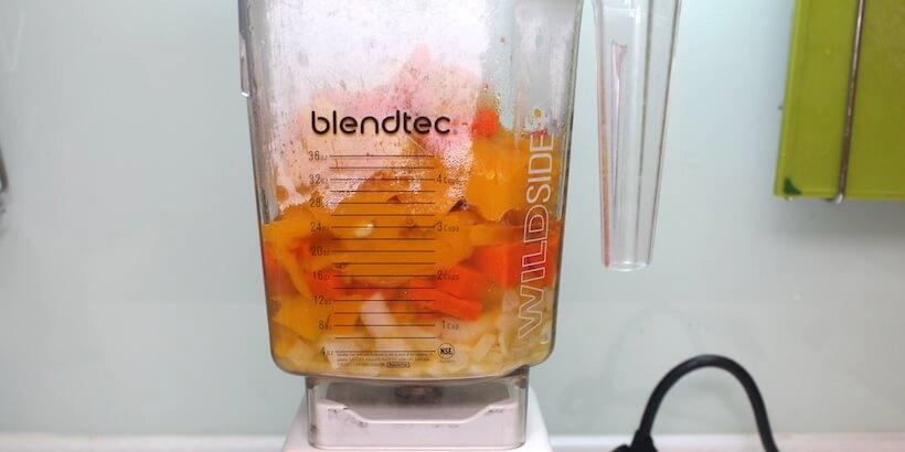 南瓜濃湯放入料理機