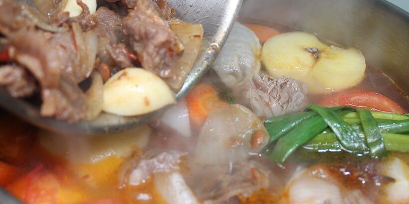 牛肉湯備料炒後加入湯底圖