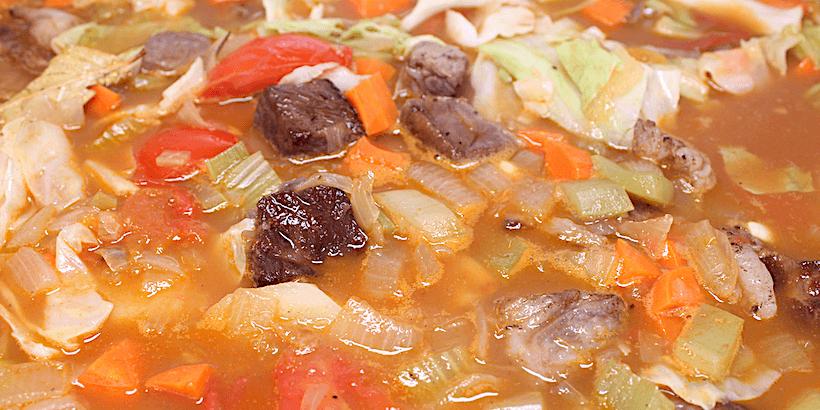 羅宋湯加入高湯燉煮步驟