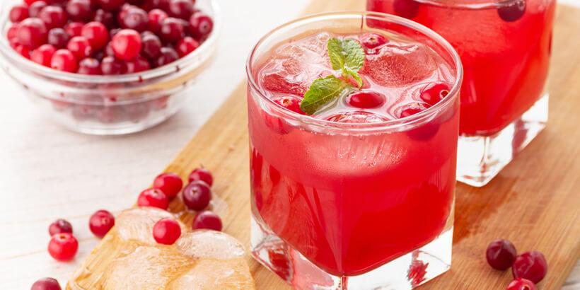 莓果汁配煎牛排