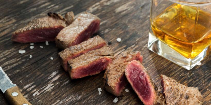 威士忌搭配煎牛排