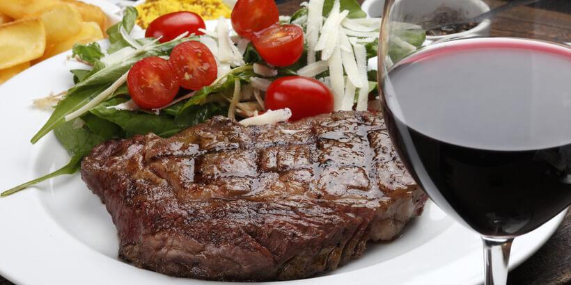 紅酒搭配煎牛排